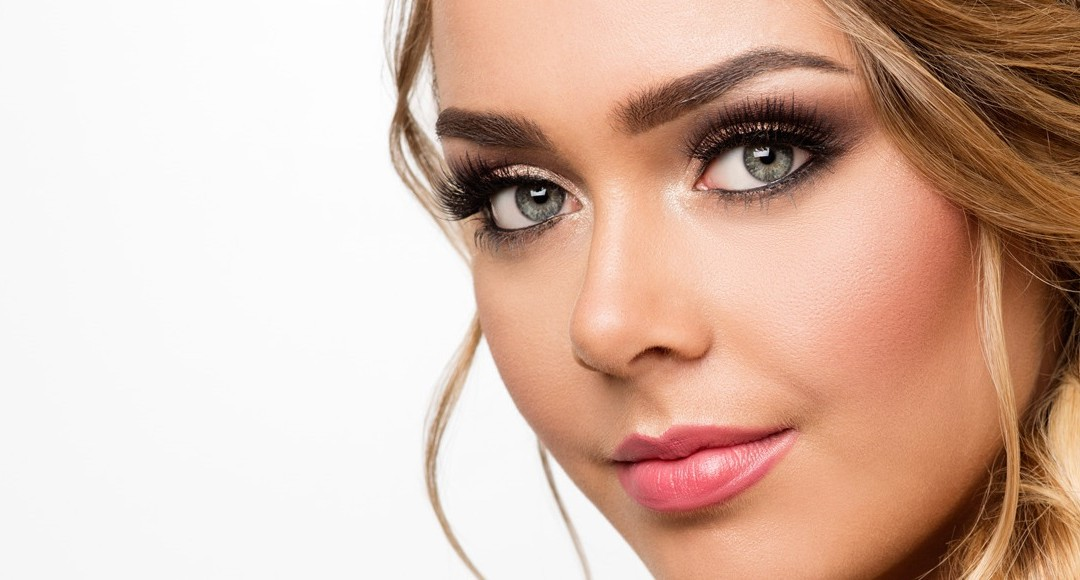Does A Wedding Makeup Artist Charge : How Much Should Wedding Makeup Cost? - Aurum Bride