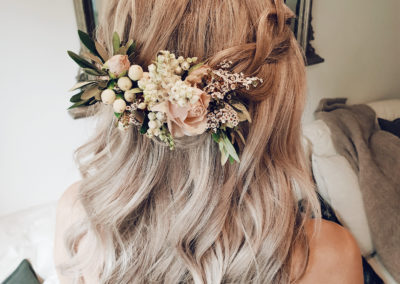 hair down wavy blonde wedding hair style with peach flowers