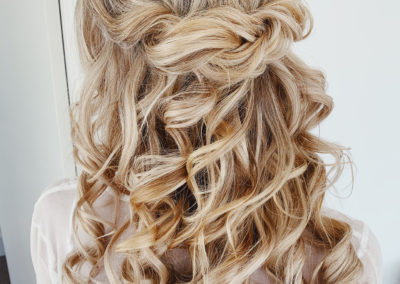 long-blonde-hair-half-up-style-amber-jade-frankly-my-dear-wedding-day-13-September-2019