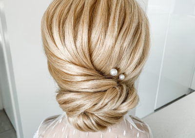 blonde bridal upstyle featuring ulyana aster ava pearl hair pins on ally mannequin