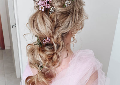 pink-hair-flowers-blonde-romantic-upstyle