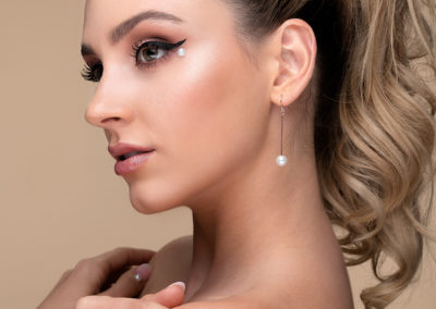 pearl-makeup-beauty-editorial-imirage-winged-eyeliner-pearl-fingernails-ponytail