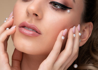 pearl-makeup-beauty-editorial-imirage-winged-eyeliner-pearl-fingernails